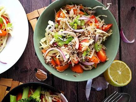 סלט ירקות שורש עם קטניות ודגנים