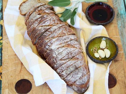 לחם אגוזים, שום ועשבי תיבול