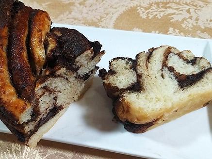 עוגת שמרים קלה להכנה במילוי שוקולד