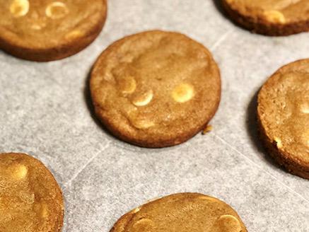 עוגיות לוטוס ושוקולד לבן