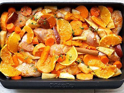 עוף עם ירקות כתומים בתנור