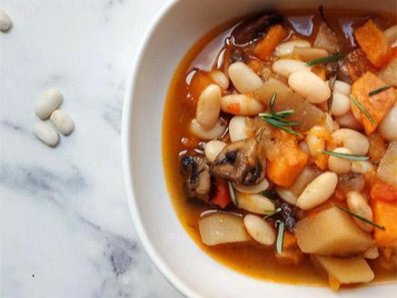 מרק שעועית ופטריות מפנק