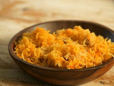 אורז עם גזר וצימוקים