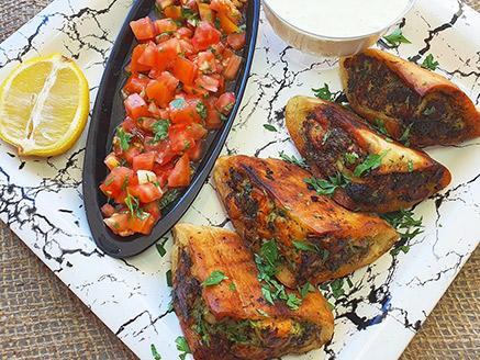 עראיס דגים בליווי איולי לימון וסלסת עגבניות