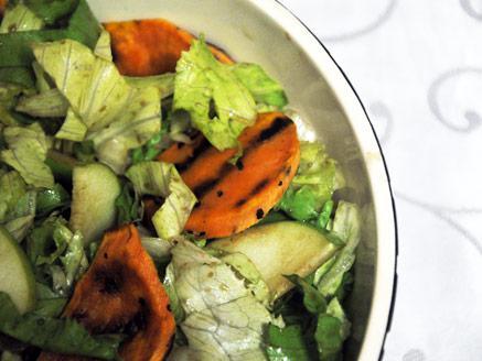 סלט ירוק עם בטטות ותפוחי עץ