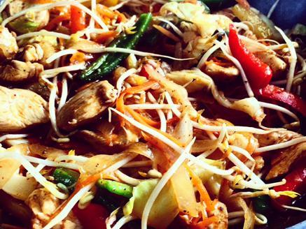 ירקות מוקפצים עם חזה עוף