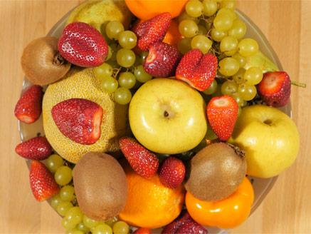 סלט פירות עם קצפת ומרנג