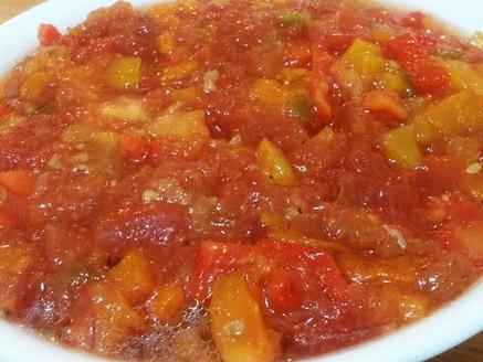 סלט עגבניות ופלפלים על האש