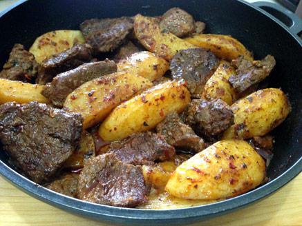 תבשיל בשר בקר ותפוחי אדמה