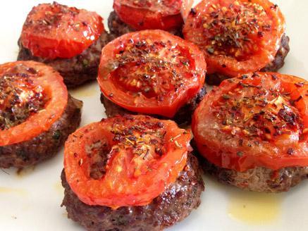 קציצות בשר בקר ועגבניות