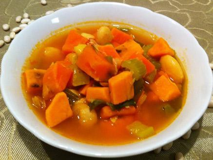 מרק חורפי של שעועית וירקות