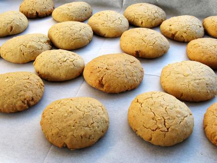 עוגיות חמאת בוטנים ושיבולת שועל