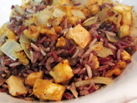 אורז עם עדשים שחורות וטופו