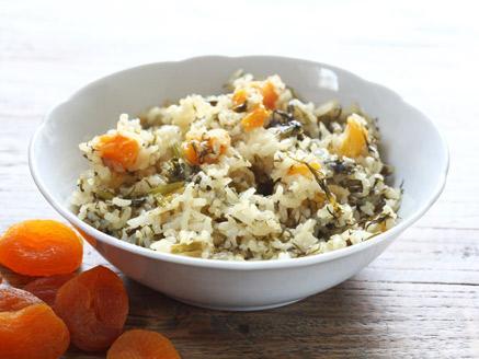 אורז פרסי מלא ירוק עם משמשים מיובשים