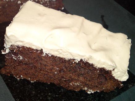 עוגת שוקולד פרווה עם קצפת לוטוס