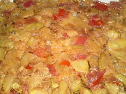 סלט קישואים עם בצל ועגבניות