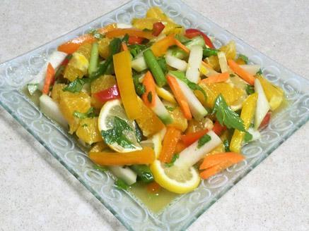 סלט ירקות שורש עם פרי הדר