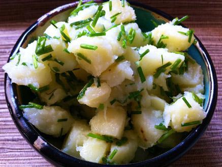 סלט תפוחי אדמה ובצל ירוק