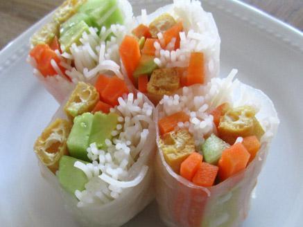 דפי אורז ממולאים בטופו וירקות
