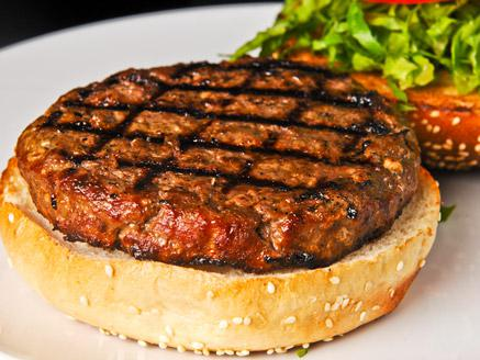 המבורגר על האש