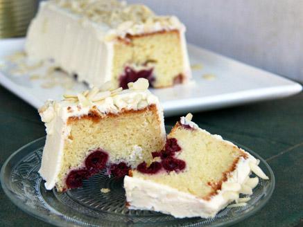 עוגה בחושה עם גבינה, דובדבנים ושוקולד לבן