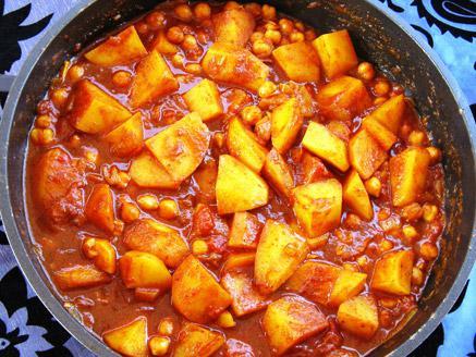 תבשיל תפוחי אדמה, גרגירי חומוס ועגבניות