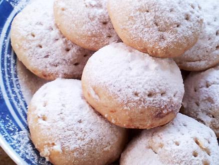 עוגיות במילוי תמרים ואגוזים