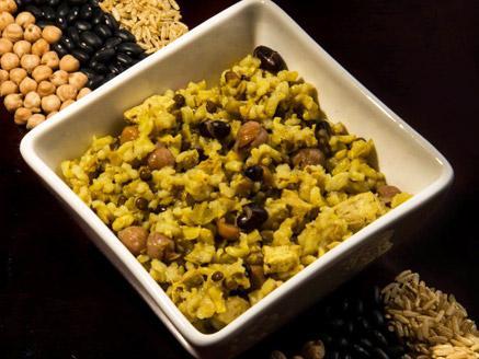 תבשיל אורז מלא, טופו וקטניות