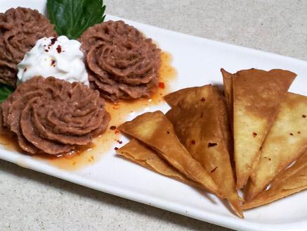 חטיף טורטיה עם מטבל שעועית אדומה
