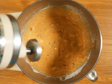 עוגת גזר עם אגוזים וצימוקים