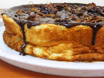 עוגת גבינה עם גנאש שוקולד ושקדים מקורמלים