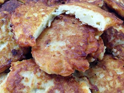 לביבות תפוחי אדמה מטוגנות עם גבינה