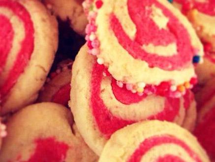 עוגיות ספירלה בטעמי וניל ותות
