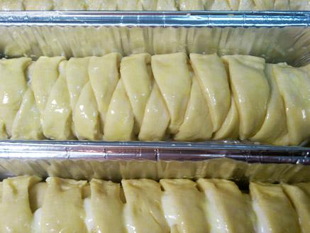 גביניות מבצק שמרים בתבניות אינגליש קייק