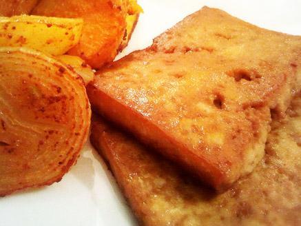 טופו אפוי בתנור במרינדת סויה וטריאקי