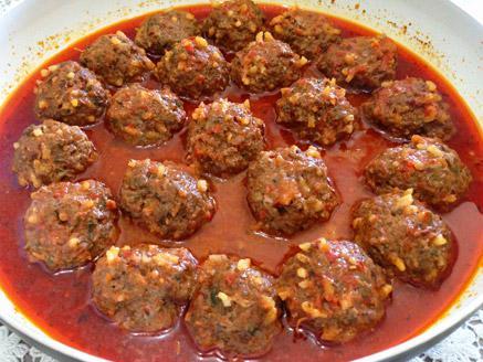 כופתאות בשר ואורז ברוטב עגבניות