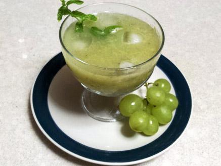 משקה ענבים עם ליקר רום