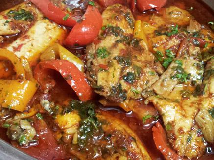 פילה אמנון ברוטב עגבניות ופלפלים פיקנטי