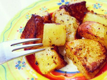 קוביות תפוחי אדמה מתובלנות ונימוחות בתנור