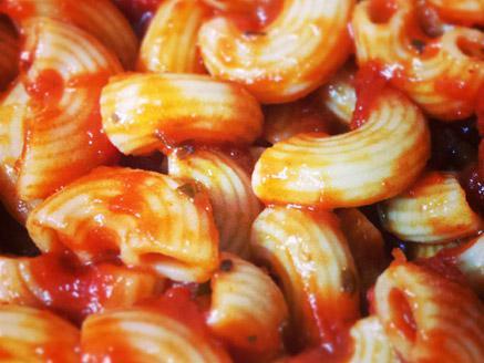 פסטה ברוטב עגבניות ובזיליקום לילדים