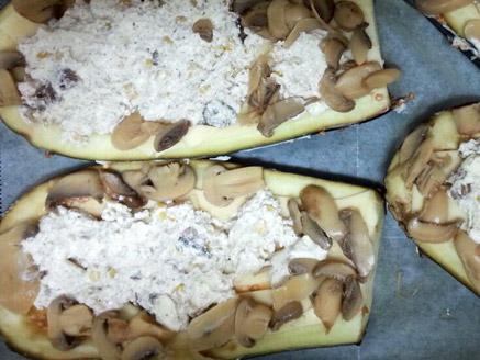 חציל עם גבינות, פטריות ותירס בתנור