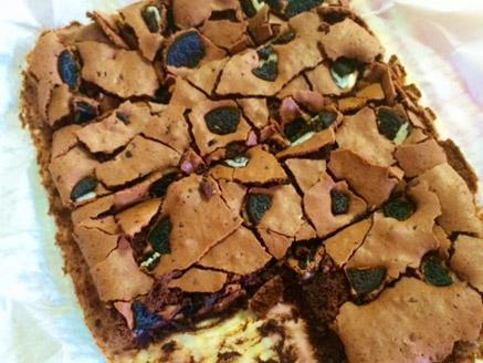 בראוניז שוקולד ועוגיות אוראו