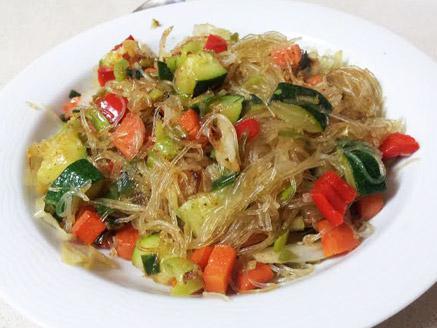 אטריות שעועית דקות עם ירקות