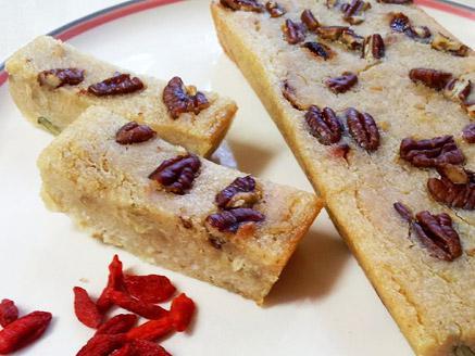 מאפה אורז מלא עם פקאנים וגוג`י ברי