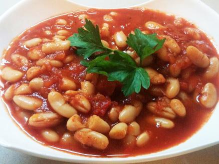 שעועית לבנה ברוטב עגבניות