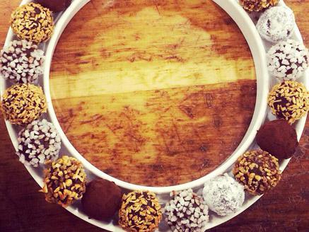 פאדג` שוקולד טבעוני עם תוספות