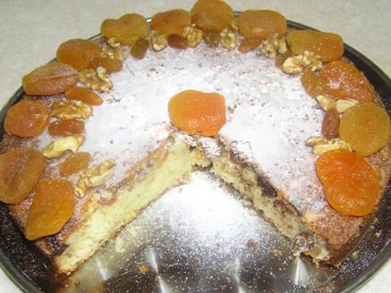 עוגה בחושה עם פירות יבשים