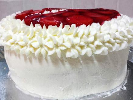 עוגת טורט עם קצפת