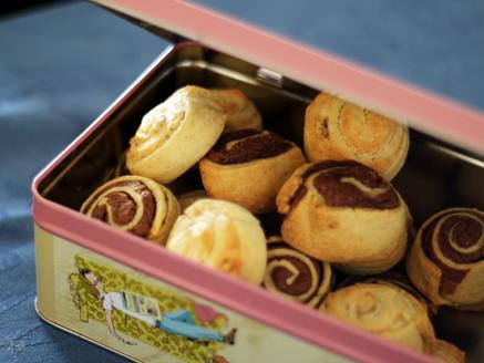 שבלולי בצק פריך במילוי שוקולד וחלבה