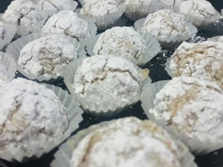 עוגיות בוטנים בציפוי אבקת סוכר